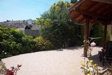 למכירה בכרמיאל ברחוב אטד דירת גן 4 חדרים