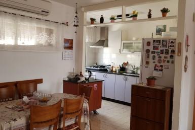 למכירה בכרמיאל ברח' הברושים דירת 3.5 חד'